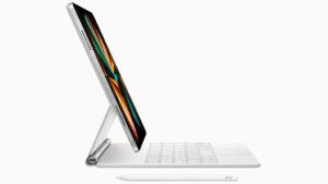 ipad pro 2021 with magic keyboard and pencil